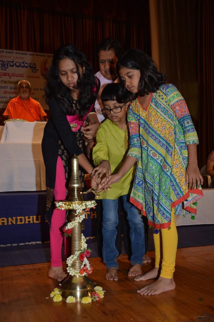 Sanjayanagar Brahmaji Gita Sara Mar 2017 (12)